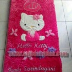 sajadah bulu karakter hello kitty